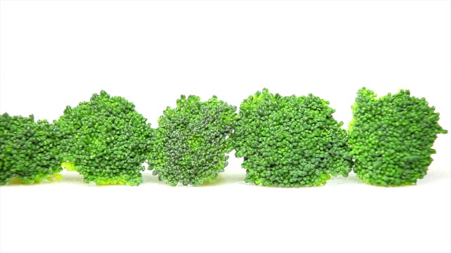 fresh broccoli florets macro dolly shot - textfreiraum stock videos & royalty-free footage