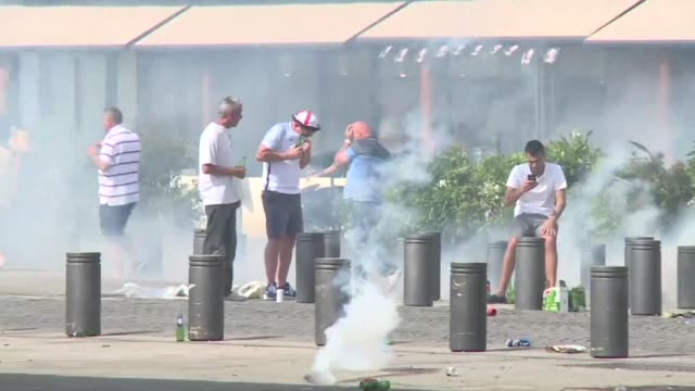 vídeos de stock, filmes e b-roll de fresh clashes erupt between football fans gathered in the southern french city of marseille ahead of a euro 2016 match between england and russia... - euro 2016