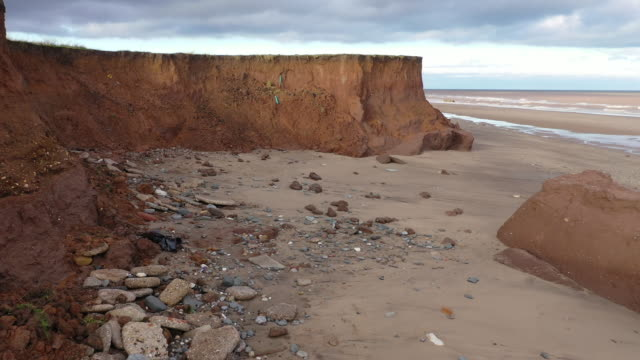 stockvideo's en b-roll-footage met fresh cliff falls show the devastation caused by coastal erosion of the cliff face in the village of aldbrough in the east riding of yorkshire on... - geërodeerd