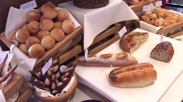 vidéos et rushes de pain français et bun, bangkok, thaïlande - b roll