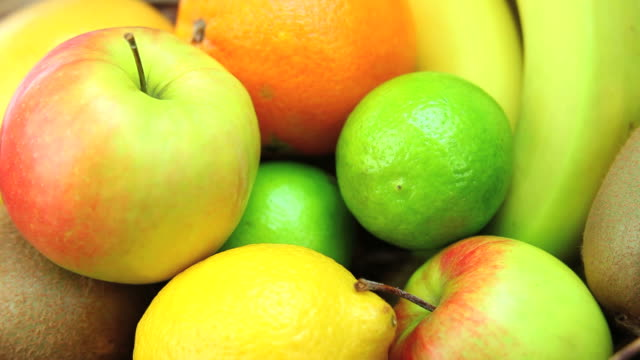 fresh fruits in a basket dolly shot - frische stock videos & royalty-free footage