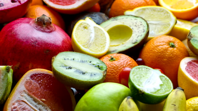 stockvideo's en b-roll-footage met fresh fruits - gezonde voeding