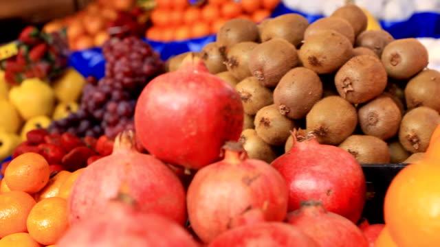 vídeos y material grabado en eventos de stock de frutas frescas - vitamina c