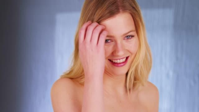 fresh fun laughing blonde woman with bare shoulders smiling - giuntura umana video stock e b–roll