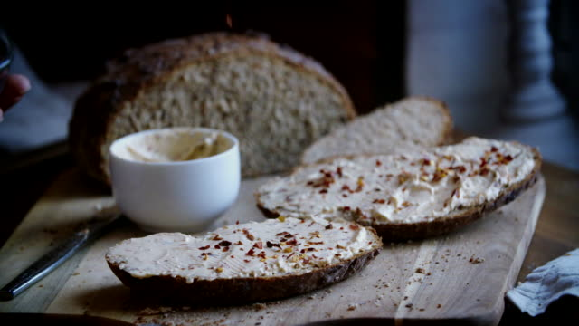 fresh homemade brown bread with cream cheese - pane a lievito naturale video stock e b–roll