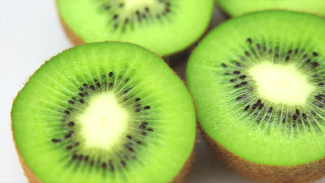 hd fresh kiwis dolly shot - frische stock videos & royalty-free footage