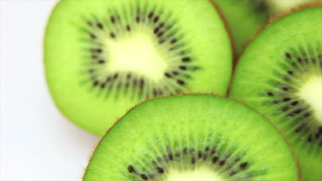 fresh kiwis macro dolly shot - frische stock videos & royalty-free footage