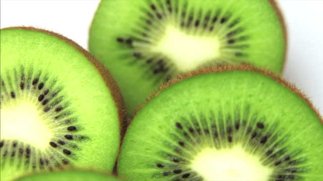 hd fresh kiwis macro dolly shot - schneiden stock videos & royalty-free footage