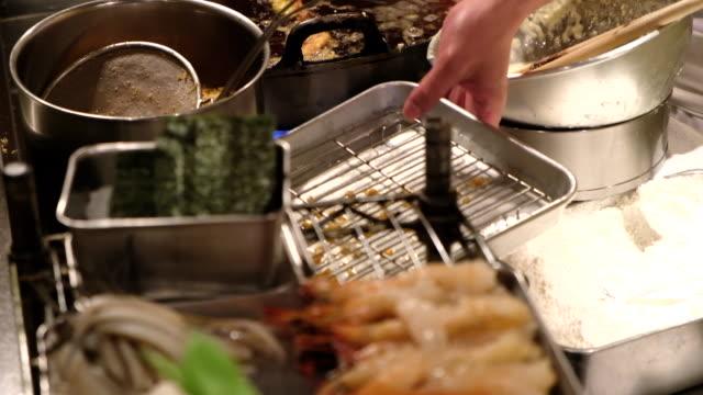 東京都、天ぷらと新鮮なカボチャと緑の豆 - カボチャ点の映像素材/bロール