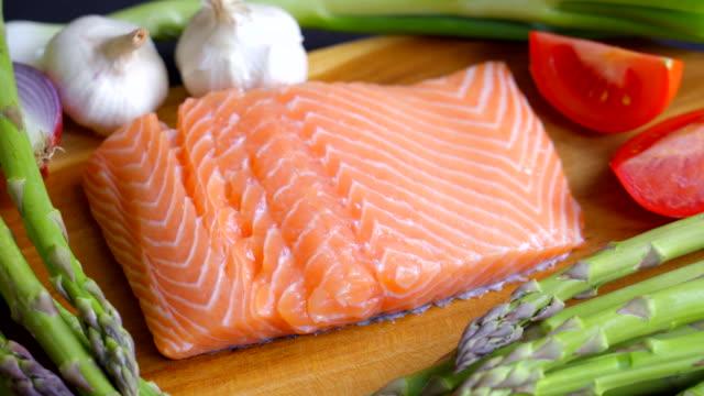 vídeos de stock e filmes b-roll de fresh salmon steak for healthy eating - cru