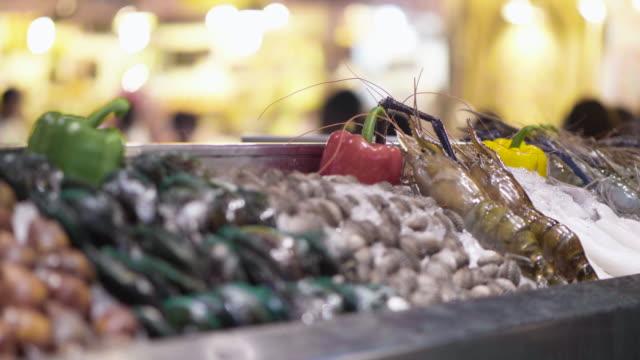 vídeos de stock e filmes b-roll de fresh seafood - mostrar