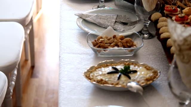 fresh snack salads - cucina vegetariana video stock e b–roll