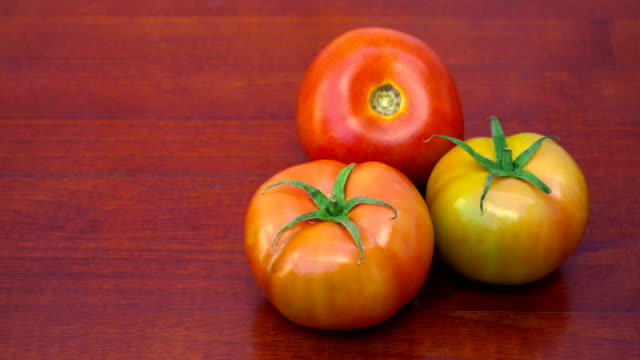 fresh tomatoes - tre oggetti video stock e b–roll