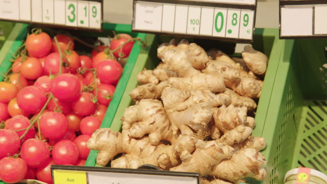 fresh vegetables in produce section at a supermarket - price tag stock videos & royalty-free footage