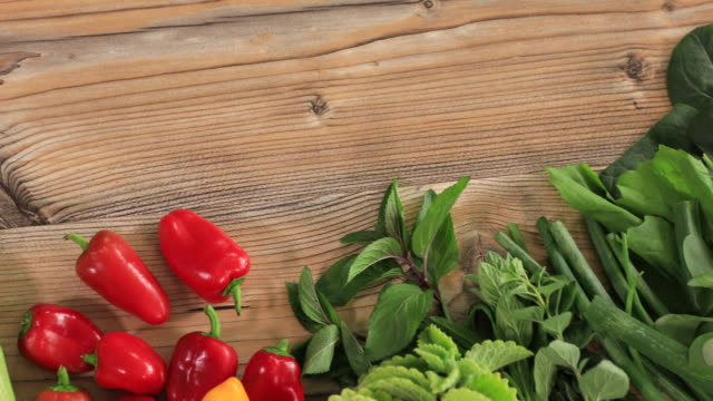 stockvideo's en b-roll-footage met fresh vegetables - crucifers
