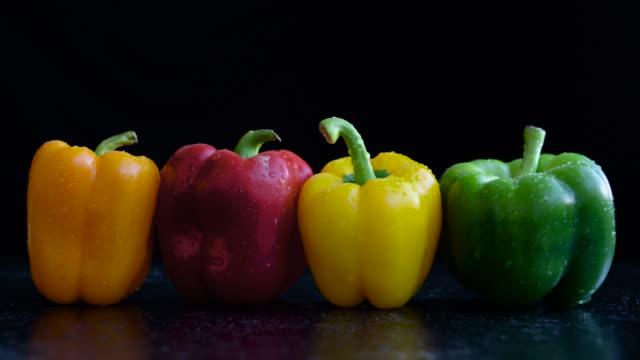 fresh veggie medley (4k) - オレンジピーマン点の映像素材/bロール