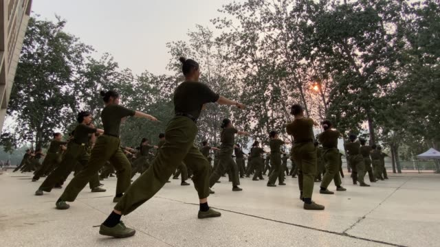 freshmen take part in a military training with plastic daggers on the campus of a college on september 29, 2020 in zhengzhou, henan province of china. - 参加者点の映像素材/bロール