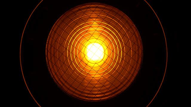 stockvideo's en b-roll-footage met fresnel lamp - intelligence