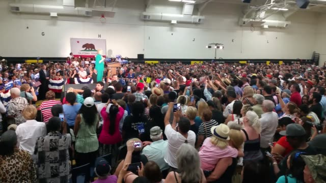 vidéos et rushes de fresno ca broll footage of hillary clinton speaking to supporters at a rally in fresno - fresno