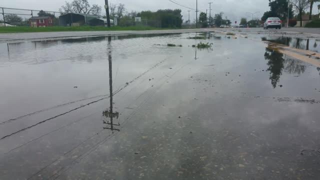 vidéos et rushes de fresno streets flooded in various locations. - fresno