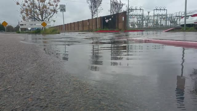 stockvideo's en b-roll-footage met fresno streets flooded in various locations - fresno californië