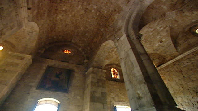 friary and church of saint john-mark. low angle pan right showing the vaulted ceiling of the medieval church. tilt down view of the apse and altar. - apse stock videos & royalty-free footage