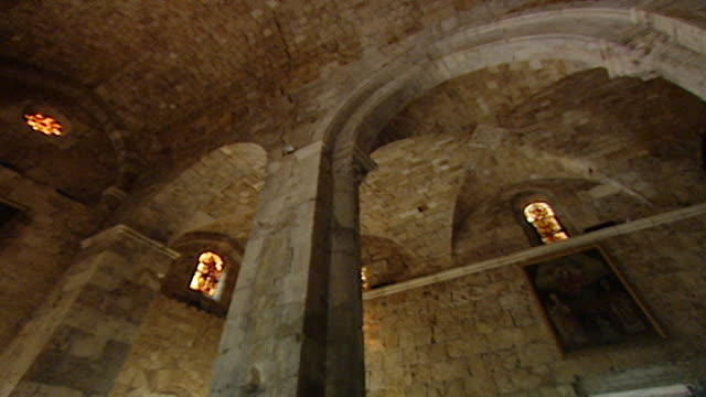 friary and church of saint john-mark. low angle slow pan right showing the vaulted ceiling of the medieval church. tilt down view of the apse and... - apse stock videos & royalty-free footage
