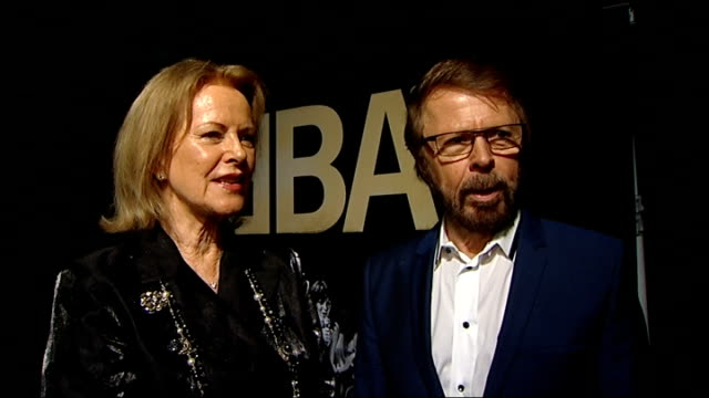 Frida and Bjorn from Abba at the Tate Modern ENGLAND London Tate Modern PHOTOGRAPHY*** Abba banner with photograph on banner Frida Lyngstad and Bjorn...