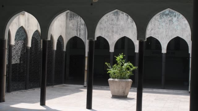 friday prayers time empty baytul mukarrom is the national mosque of bangladesh during the coronavirus disease pandemic - national mosque stock videos & royalty-free footage