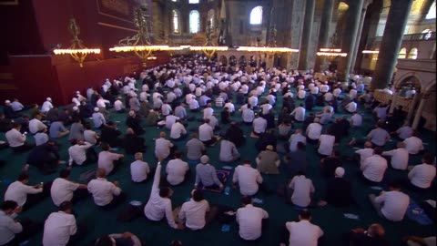 stockvideo's en b-roll-footage met friday's historic prayers in turkey's hagia sophia mosque marked the first acts of worship there in 86 years. thousands of people took part in the... - istanboel