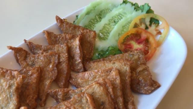 魚のフライ豆腐 - 平豆点の映像素材/bロール