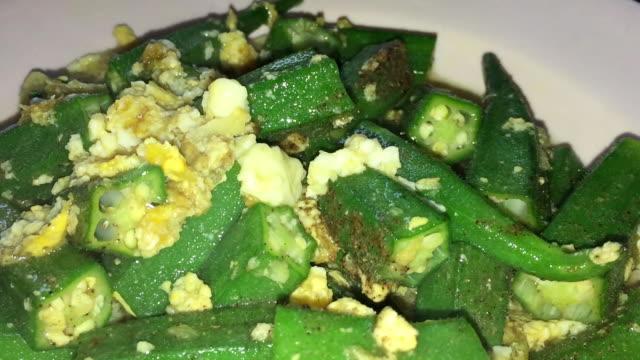 fried green okra with egg - zucca legenaria video stock e b–roll