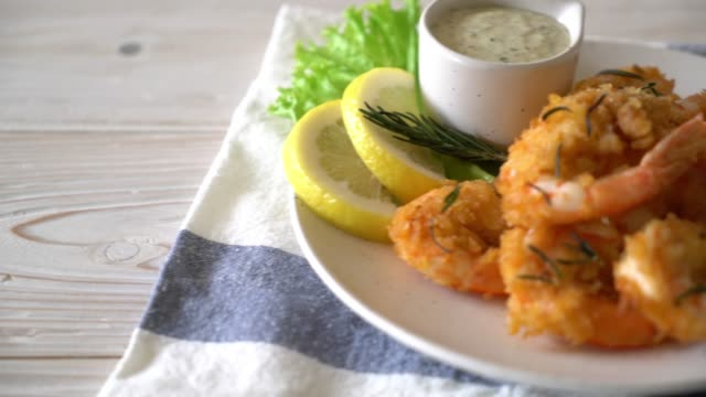 fried shrimp with sauce