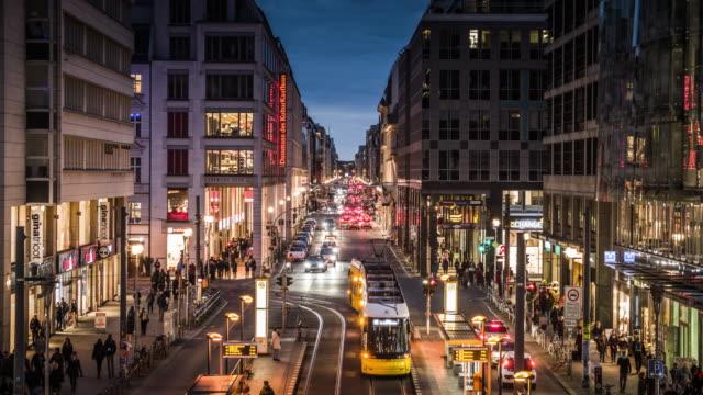 friedrichstrasse a berlino, germania - viale video stock e b–roll