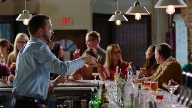 vidéos et rushes de friendly business owner shakes hands with bar patrons - bar