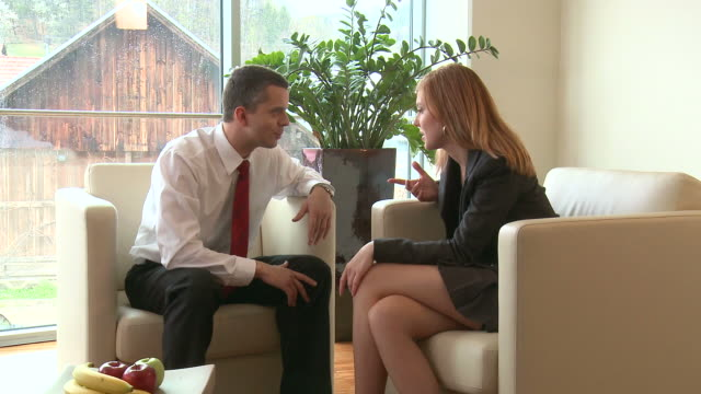 vídeos y material grabado en eventos de stock de hd: cordial sus compañeros de trabajo - secretaria