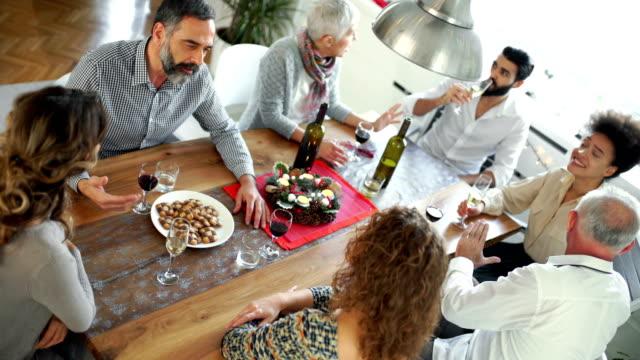 friends at dinner table - quarantenne video stock e b–roll