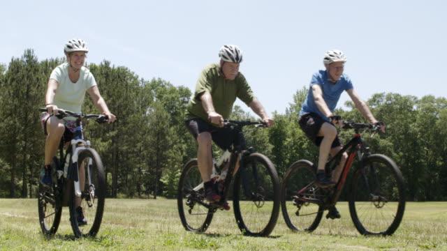 vidéos et rushes de amis de vélo - motard