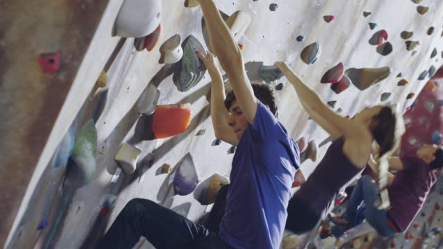 friends climbing rock wall - kletterwand kletterausrüstung stock-videos und b-roll-filmmaterial