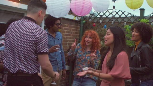 vídeos de stock, filmes e b-roll de friends dance at a party - vida urbana
