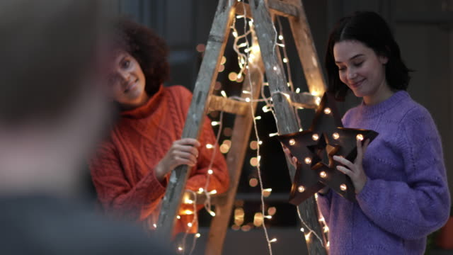 friends decorating an alternative christmas tree - ladder stock videos & royalty-free footage