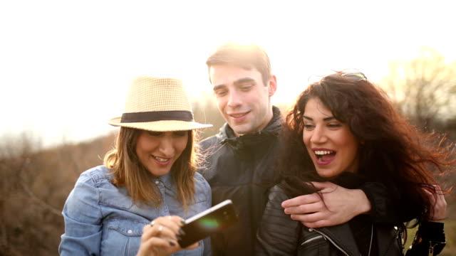 Freunden Spaß im Freien