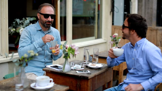 ご友人とご一緒にロンドン - 中年点の映像素材/bロール