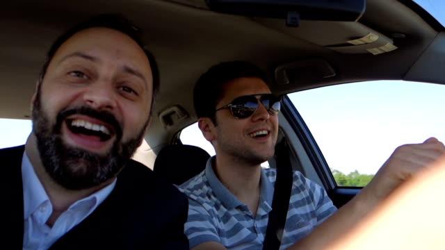 車の中の友達 - 中年点の映像素材/bロール