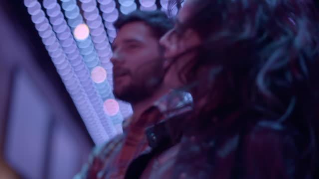 vidéos et rushes de friends jump and dance in slow motion in nightclub - dancing