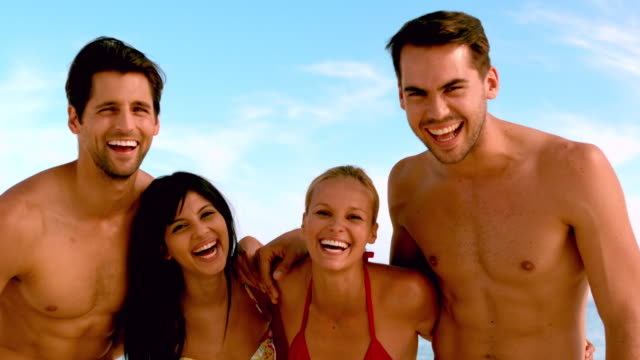 friends laughing to the camera at the beach - braunes haar stock-videos und b-roll-filmmaterial