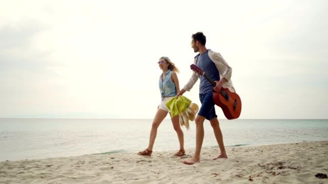vidéos et rushes de amis sur des vacances d'été - enjoyment