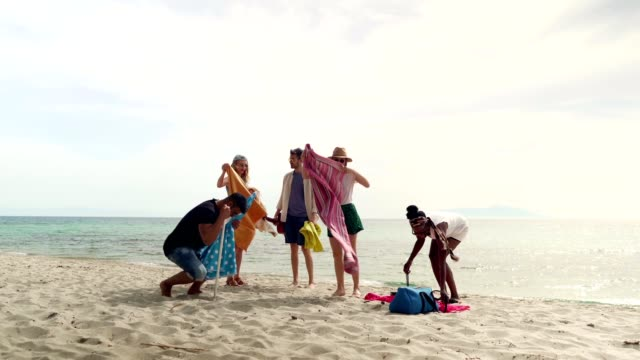 friends on summer vacation - moving activity video stock e b–roll