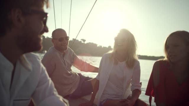 stockvideo's en b-roll-footage met vrienden op jacht - feest en gedenkdagen