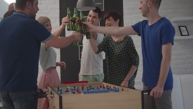 vänner spela bordsfotboll hemma. - game show bildbanksvideor och videomaterial från bakom kulisserna